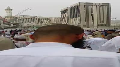 الأذان يرفع في مسجد النبي صلى الله عليه وسلم من تصوير علاء الدين بني حمد
