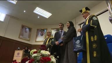 كلية آل متكوم بدندي: مجموعة من الطالبات العربيات يشاركن في برنامج التعددية الثقافية
