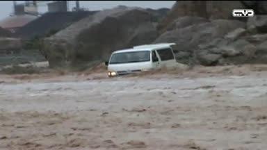 """أخبار الإمارات - """"حوادث الأمطار"""" تتكرر سنويا لعدم إستجابة البعض للتحذيرات والإستخفاف بقوى الطبيعة"""