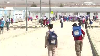 أخبار الإمارات - تكريم إماراتي لطلبة الثانوية العامة في مخيم مريجيب الفهود بالأردن