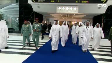 أخبار الإمارات – سيف بن زايد يتفقد عددا من أجنحة الشركات الوطنية في معرض آيدكس