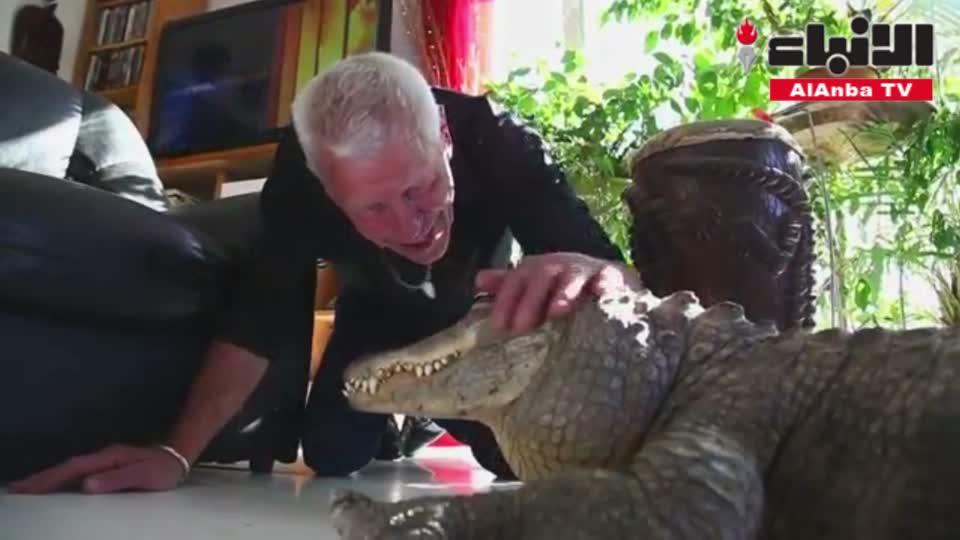 عالم فرنسي يربي 400 نوع من الزواحف في منزله