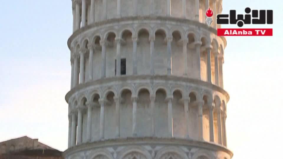 برج بيزا يستوي قليلا لكن زواره يفضلونه مائلا