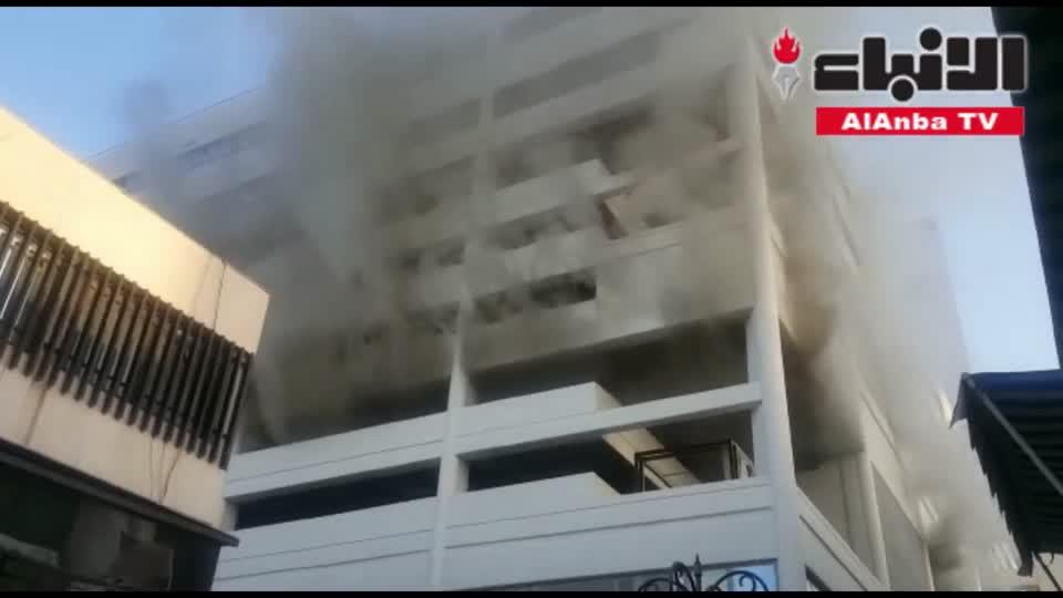 إخماد حريق اندلع في مخزن بمواقف سوق عقارات الكويت