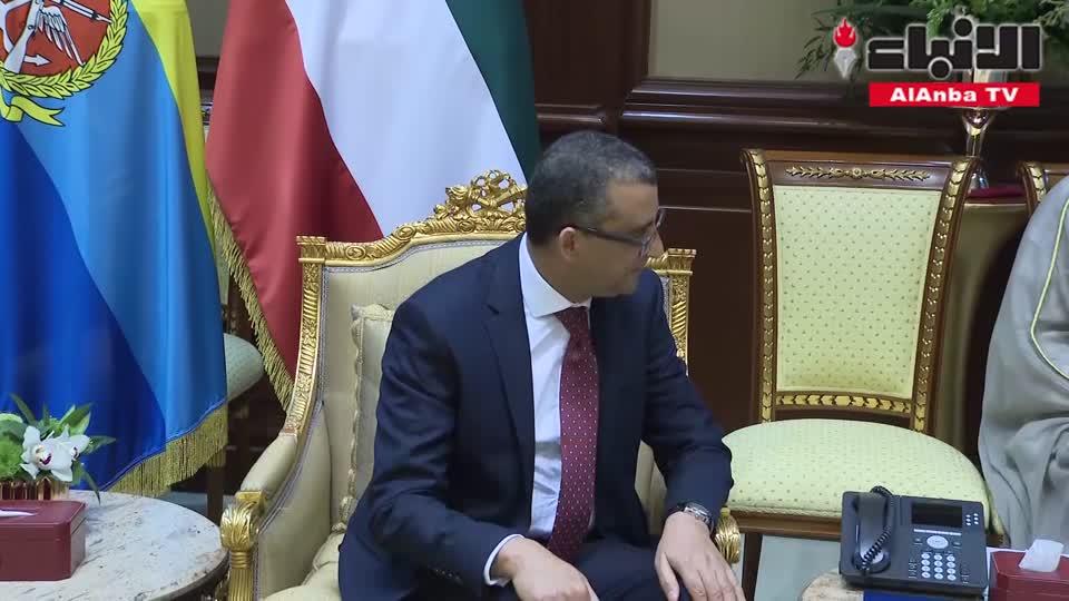 صاحب السمو الأمير الشيخ صباح الأحمد مستقبلا السفير التونسي لدى الكويت أحمد بن الحبيب بن الصغير