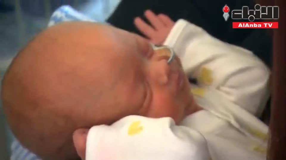 أطباء يجرون جراحة لجنين في رحم أمه للمرة الأولى في بريطانيا