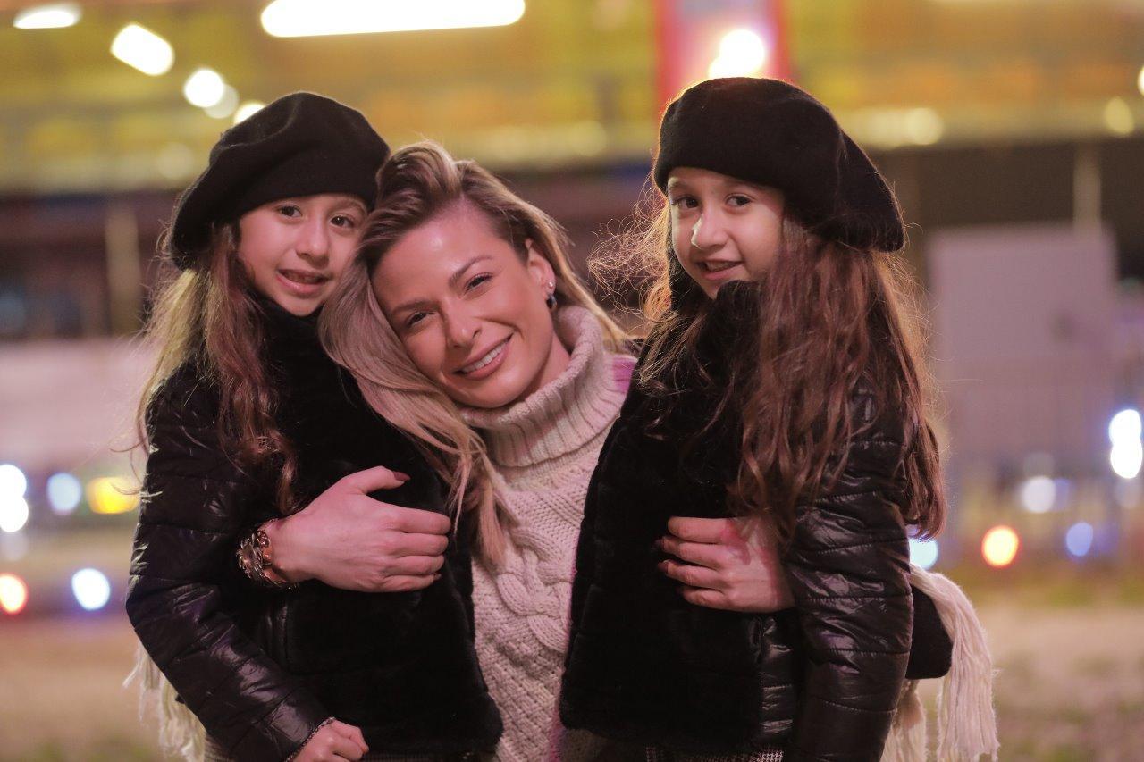 الممثلة باميلا الكيك تختبر الأمومة ليوم واحد مع